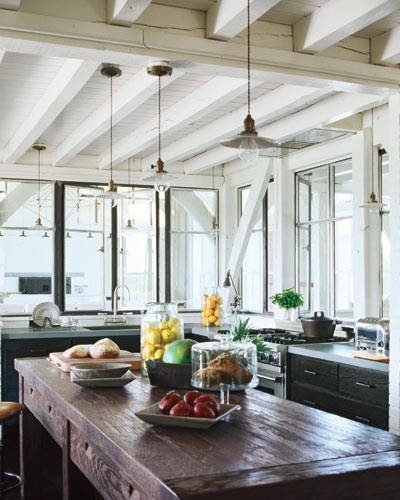 Elle Decor. Celebrity Homes. Meg Ryan's Martha's Vineyard Home. Kitchen. Photography by William Waldron.