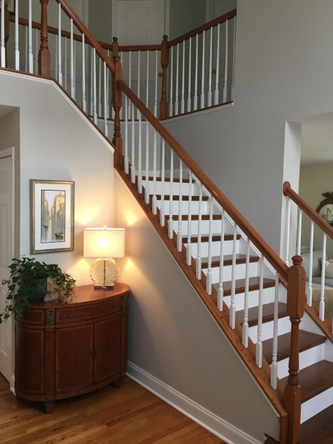 Foyer Staircase Questions : Your guide to choosing paint colors