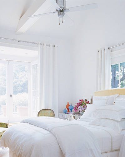 Decorating with white draperies