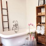 freestanding tub, small room decorating, small bathrooms