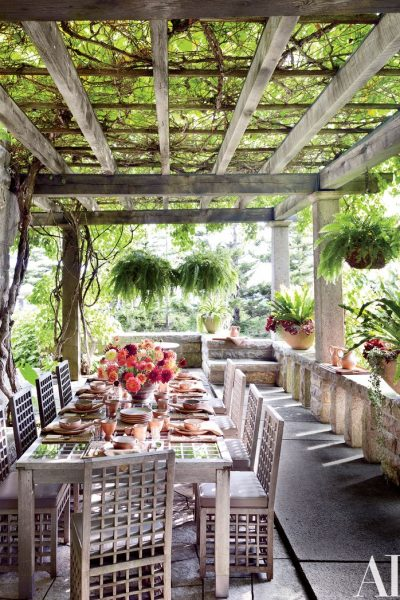5 Outdoor Dining Table Decorating Ideas