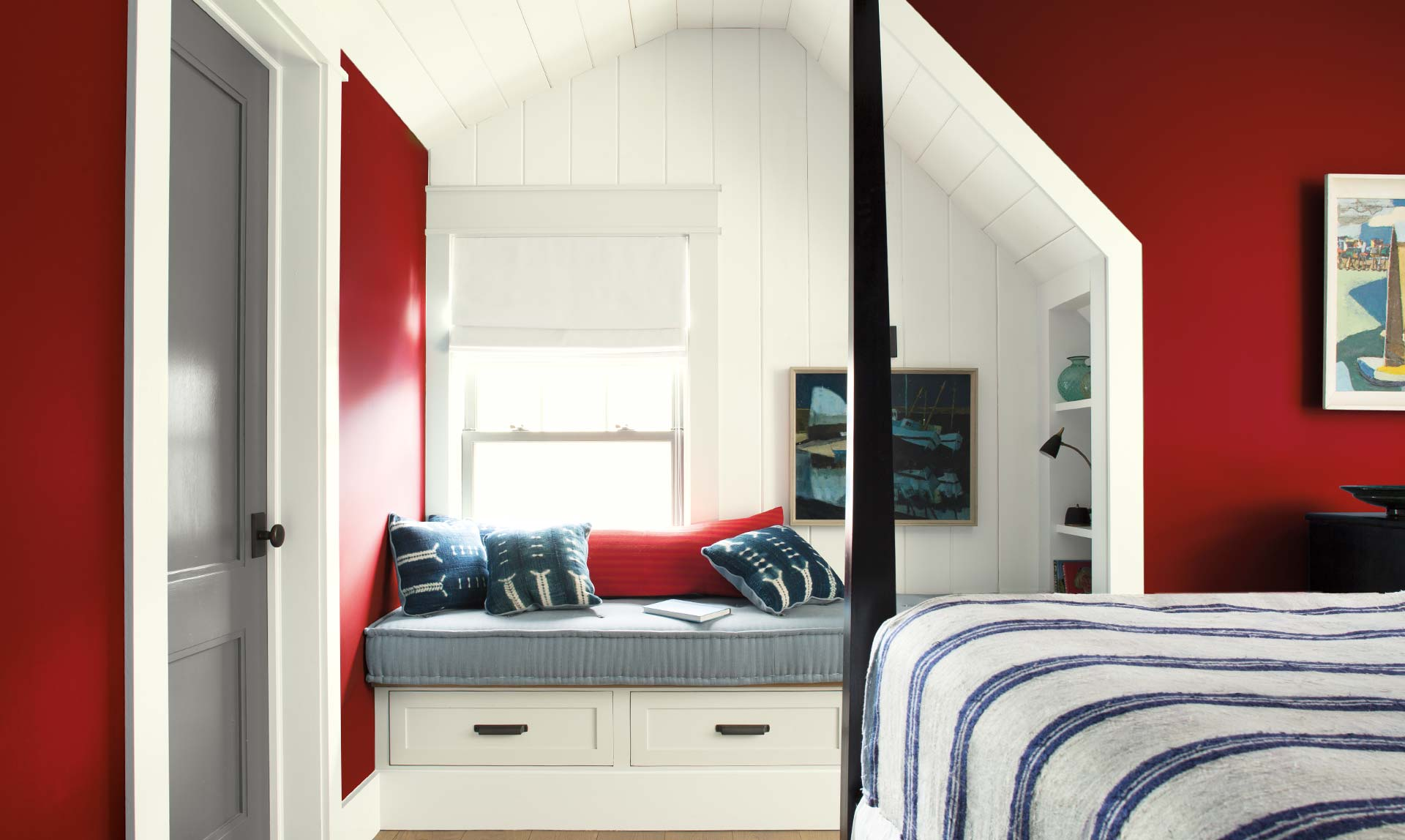 red and gray, Benjamin Moore, Caliente AF-290, White Opulence OC-69