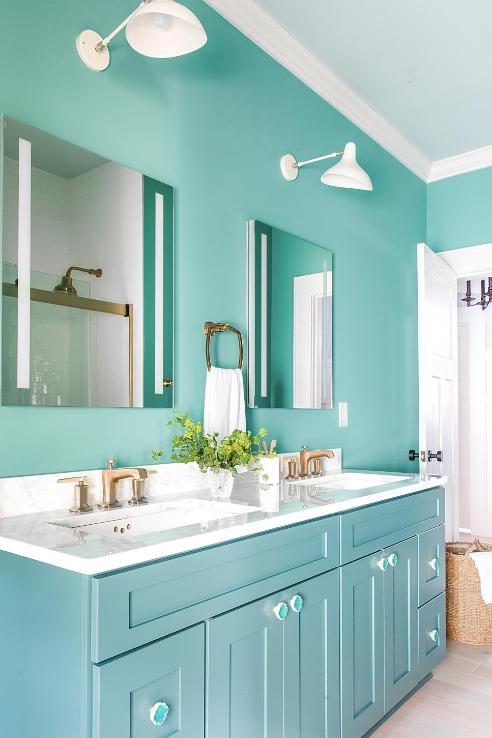 HGTV 2017 Urban Oasis Guest Bathroom & Vanity Paint Color ...