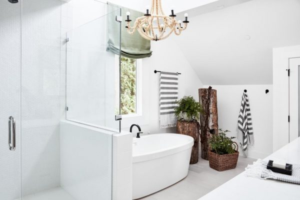 all-white room, Spa-like bathroom, 2018 Paint Colors, Sherwin-Williams, HGTV Dream Home 2018